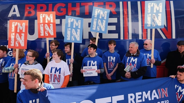 Britain Stronger In Europe supporters hold placards in front of the campaign bus as it arrives at Northumbria University's City Campus (Photo: Ian Forsyth/Getty Images)