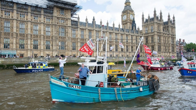 Boats from the 'Fishing for Leave' campaign group sailing past Westminster during the referendum campaign (Photo: Getty Images)