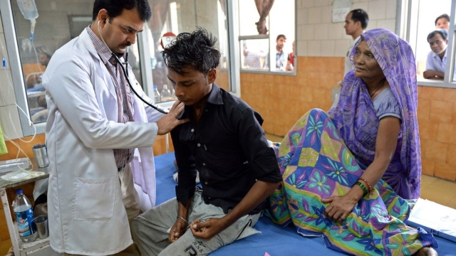 An Indian doctor checks a patient in The Hindu Rao hospital in New Delhi on September 16, 2015. (CREDIT:PRAKASH SINGH/AFP/Getty Images)