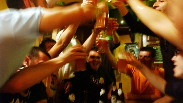 People do not perceive themselves as drunk if they are surrounded by fellow drinkers, a unique study has found.