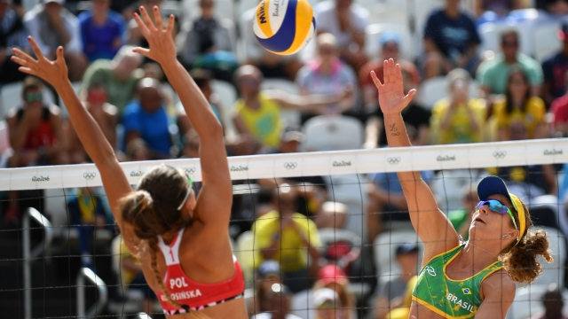 The women's beach volleyball qualifying match between Brazil and Poland