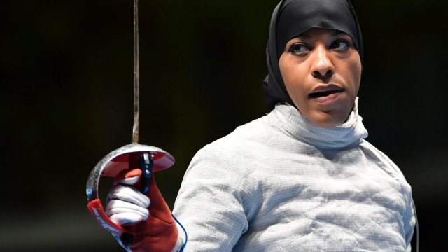 Ibtihaj Muhammad competing in the sabre event (Photo: Getty)