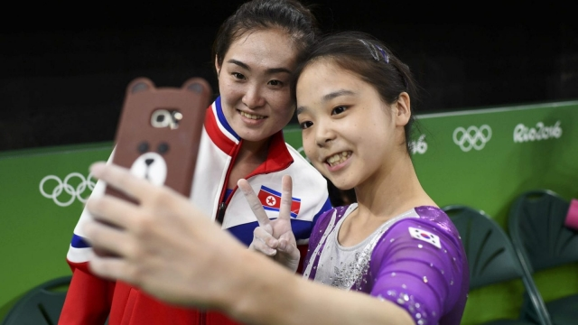 Lee Goim of South Korea takes a selfie with Hong Un Jong of North Korea in Rio (Photo: Reuters)