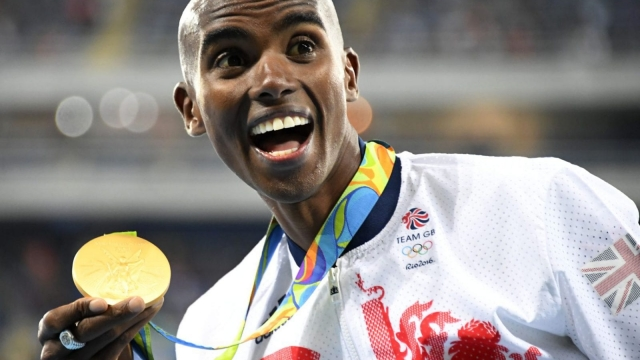 Mo Farah with his 10,000m gold medal (Photo: Getty)
