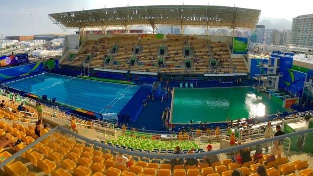 The strange green pool (Photo: Twitter/Tom Daley)