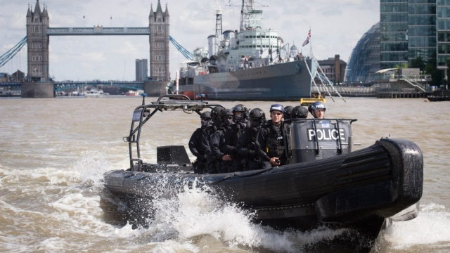 Armed Metropolitan Police counter terrorism officers take part in an exercise on the River Thames (Photo: Getty)