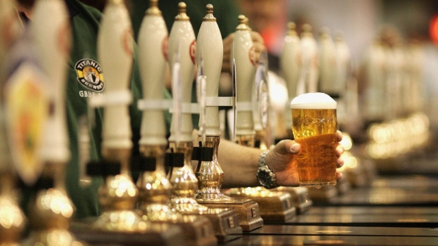 Pubs are to be cushioned from next year's business rate rises (Photo: Getty)