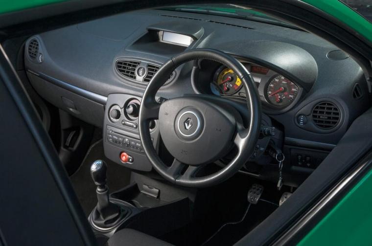 Renault Clio Cup interior