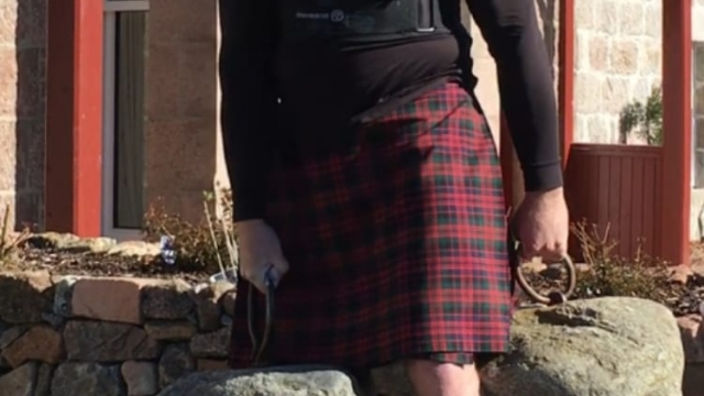 Us Tourist Breaks Record For Lifting Scotland S Dinnie Stones