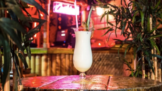 Cocktail tiki bar