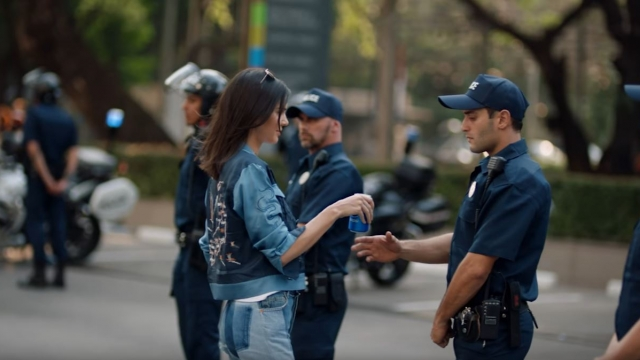 Kendall Jenner hands the police officer a can of Pepsi during the advert