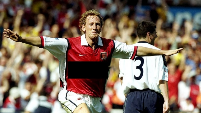 Which company sponsored Ray Parlour's shirt in 1999?