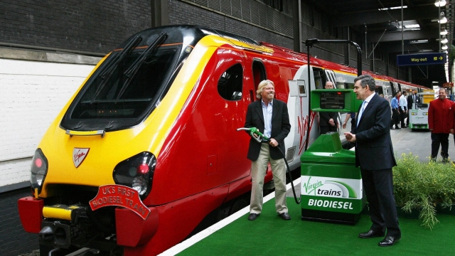 Sir Richard Branson and Gordon Brown stand beside a bio-diesel train launched by Virgin Trains at Euston station in London, 07 June 2007. (Photo: Getty)