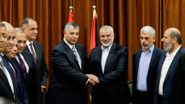 Hamas's overall leader Ismail Haniya meets with Egyptian Intelligence Minister Khalid Fawzi in Gaza last week (Photo: Getty)