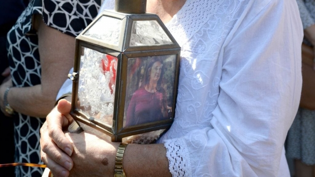 A woman holds a lantern with a picture of murdered journalist Daphne Caruana Galizia during a protest demanding justice outside the law court in Valletta, Malta's capital. (Photo: Getty Images)
