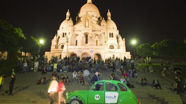 Article thumbnail: The Sacré Coeur in Paris at night