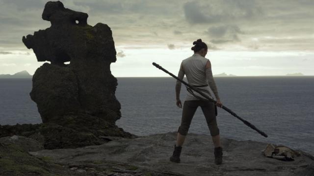 A screenshot of Rey, from Star Wars: The Last Jedi
