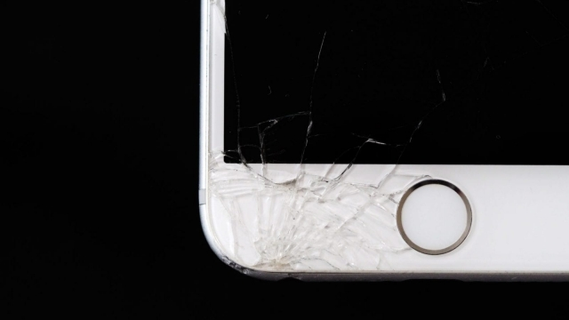 Smashed phones: still an issue for many phone owners (Photo: Pexels)