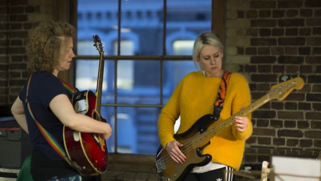 Gemma Storr and Bryony Kimmings (© Sarah Ainslie)