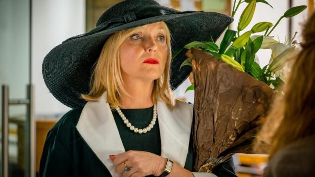 Miranda Richardson as Sue Thackery