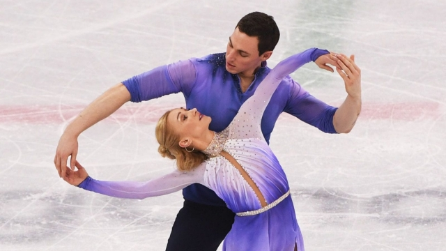 Gold medal figure skaters Germany's Aljona Savchenko and Bruno Massot / AFP PHOTO / JUNG Yeon-Je (JUNG YEON-JE/AFP/Getty Images)