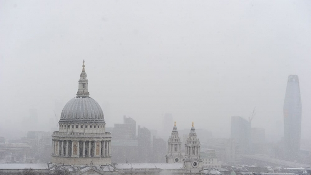 Snow falls on St Paul's Cathedral as temperatures plummet in central London. (Photo: Daniel Sorabji/AFP/Getty Images)