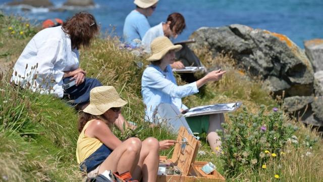 Students take art lessons on the Cornish coast.