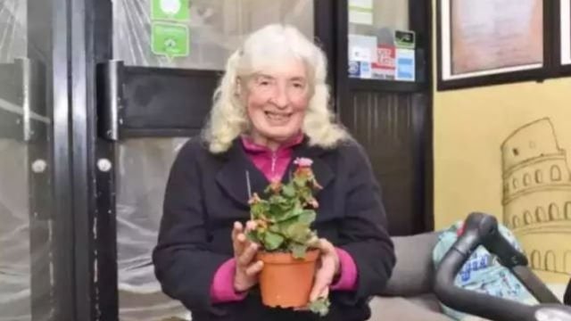 Rough sleeper Valerie Collins has attracted scores of tributes from locals following her death this week.