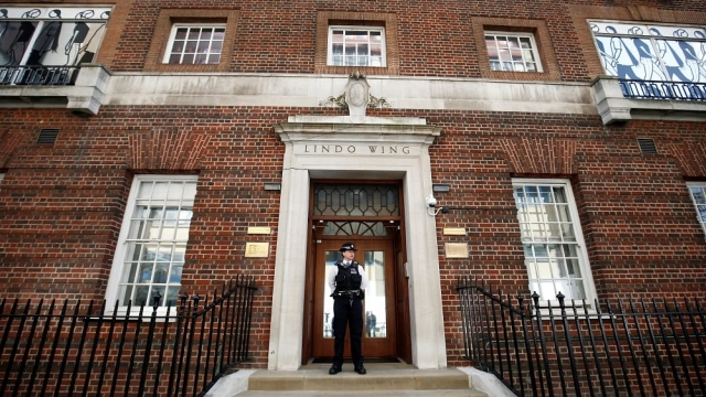 A police officer standing guard outside the Lindo Wing of St Mary's Hospital following the Duchess of Cambridge's admission after going into labour with her third child. (Photo: Reuters/Henry Nicholls)