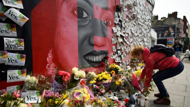 Messages are left at a memorial to Savita Halappanavar in Dublin (Photo: REUTERS/Clodagh Kilcoyne)