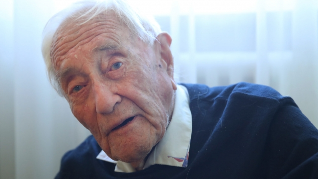 Dr David Goodall's last meal was his favourite: fish and chips, followed by cheesecake (Photo: Sean Gallup/Getty Images)