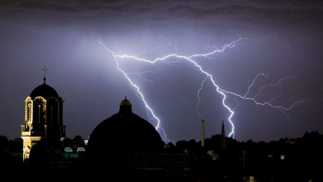 A heavy belt of thundery rain is set to work its way from the south east across all of southern England and Wales (Photo: Getty)