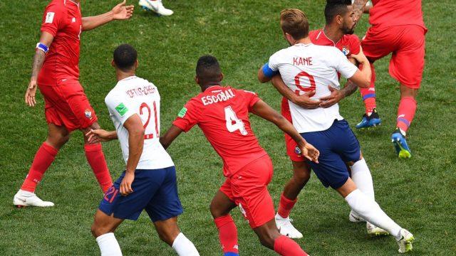 Panama's midfielder Anibal Godoy grapples with Harry Kane