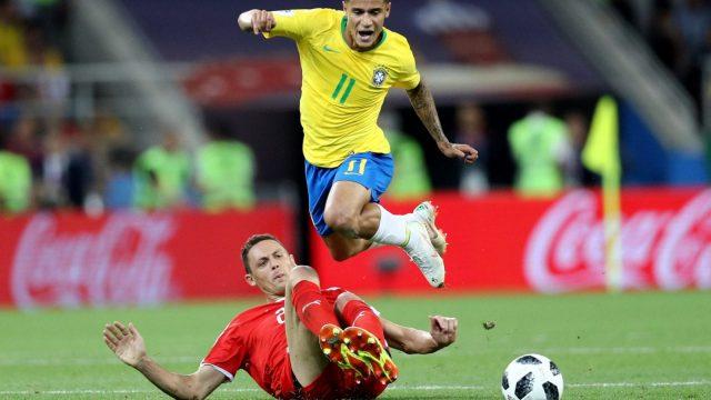 Philippe Coutinho skips away from the Nemanja Matic (Getty)