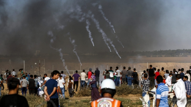 A picture taken on July 20, 2018 shows tear gas canisters fired by Israeli forces landing amidst protesters along the border with Israel east of Khan Yunis in the southern Gaza Strip. Photo: AP/Gaza