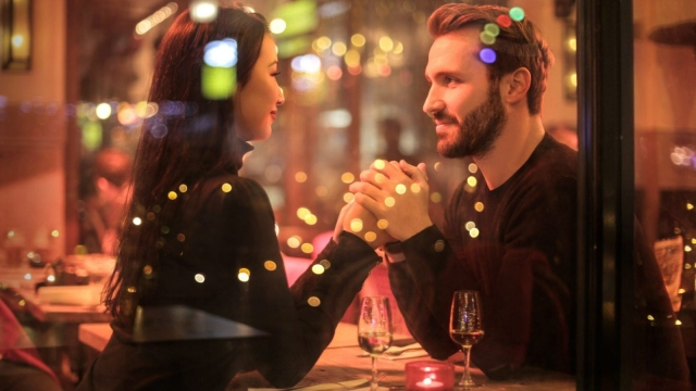 New app SafeDate encourages daters to let their friends know they're safe (Photo: Pexels)