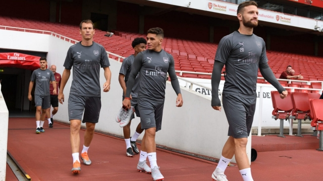 Arsenal's new signings Stephan Lichtsteiner and Lucas Torreira walk onto the Emirates turf with Shkodran Mustafi (Getty Images)