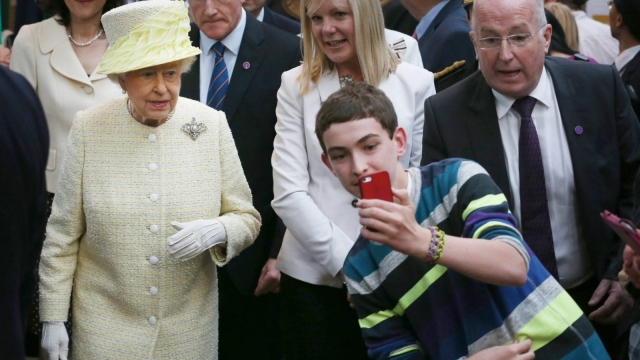 A local youth takes a selfie with the Queen in Belfast in 2014 (Photo: Getty)