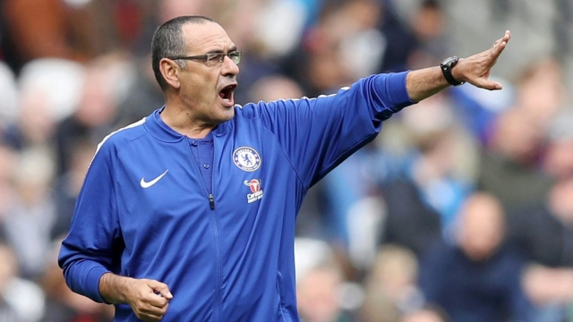 Maurizio Sarri on the sidelines at the London Stadium (Getty Images)