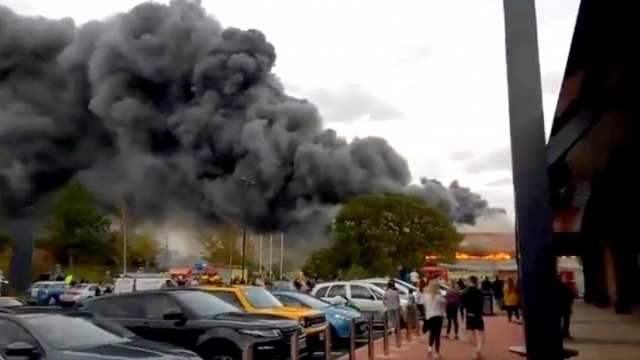 Plumes of smoke from B&M blaze at the store in York's Clifton Moor retail park (@CASPhotos)