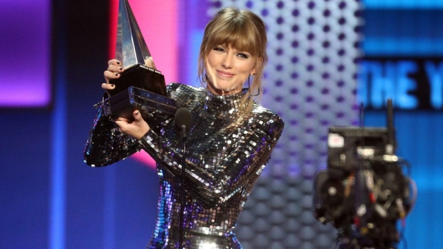 Taylor Swift accepts the artist of the year award at the AMAs in Los Angeles (Photo: Getty)