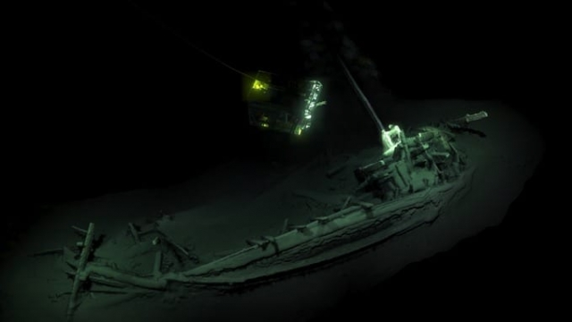 Article thumbnail: World's oldest shipwreck