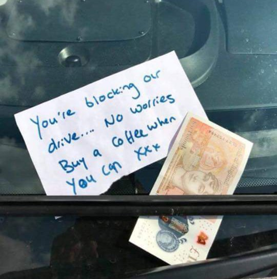 Thank you notes have been left for ambulance drivers (Photo: South East Coast Ambulance Service)