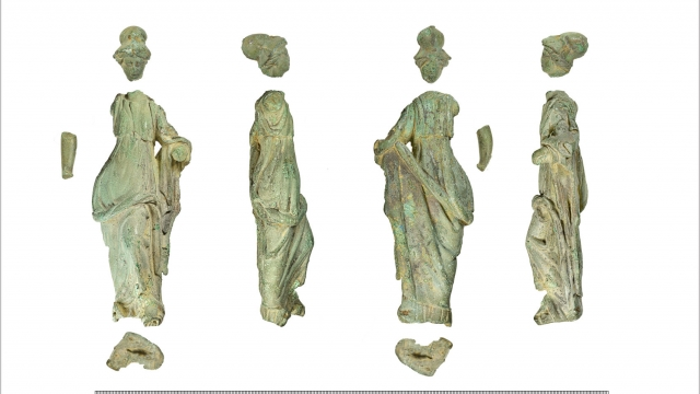 Romano-British statuette of Minerva from Hailey, Oxfordshire. Images by Rod Trevaskus on behalf of Oxfordshire County Council / PAS