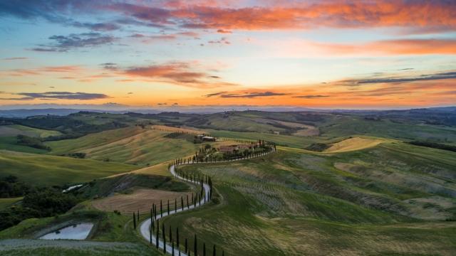 A view in Tuscany (Photo: Luca Micheli/ Unsplash)