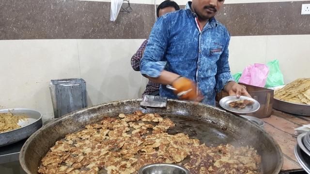 Making galauti kababs in Lucknow (photo: Charukesi Ramadurai)