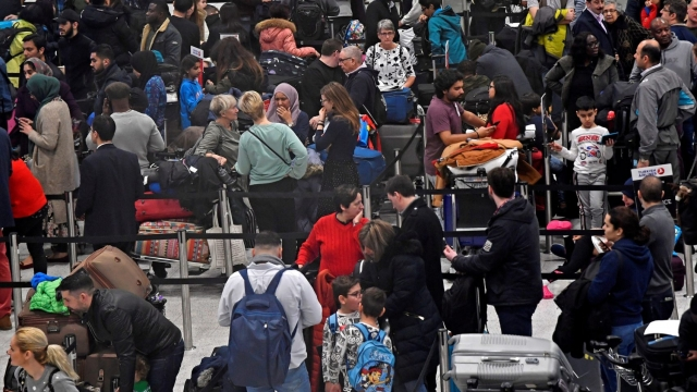 Passengers wait in the queue for check-in in the South Terminal building at Gatwick Airport, after the airport reopened to flights following its forced closure because of drone activity, in Gatwick, Britain, December 21, 2018. (Photo: Reuters)