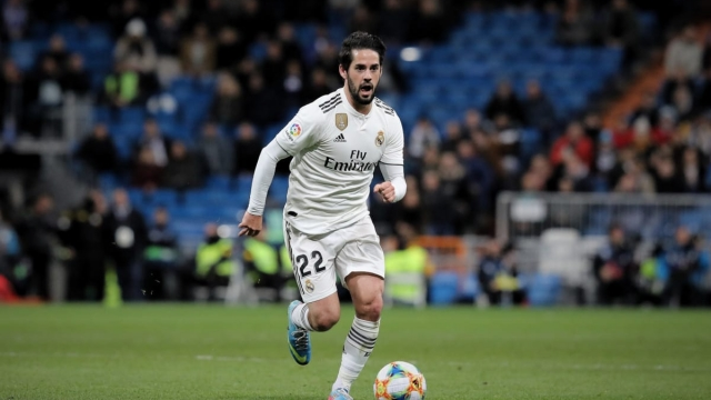 Isco of Real Madrid CF controls the ball during the Copa del Rey Quarter Final on 24 January 2019 (Getty Images)