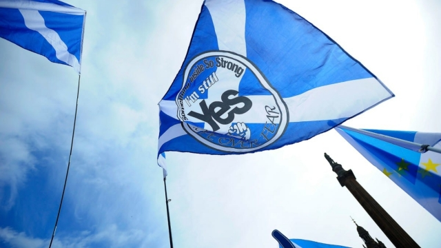 Pro-Scottish Independence supporters with Scottish Saltire flags rally in George Square in Glasgow (Photo: Andy Buchanan/AFP/Getty Images)