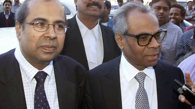 The British-based brothers Gopichand Hinduja (right) and Srichand Hinduja (left) (Photo: AFP/Getty Images)
